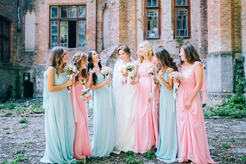 Jaka sukienka na wesele po epidemii?